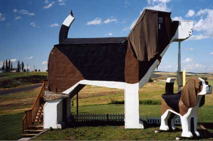 Dog-Bark-Park-Inn-Idaho-USA