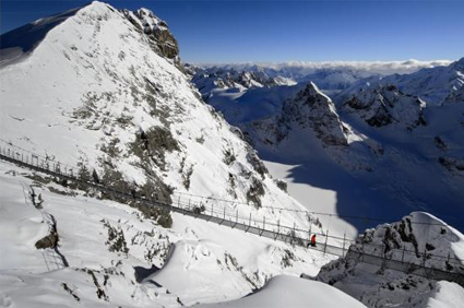 Titlis-Cliff-Walk-Bridge